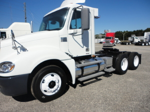 2000 FREIGHTLINER COLUMBIA CL12042ST