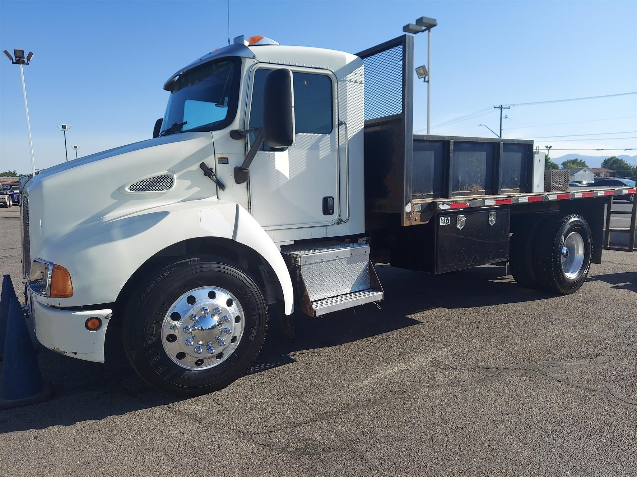 Used, 2008, KENWORTH, T300, Flatbed Truck